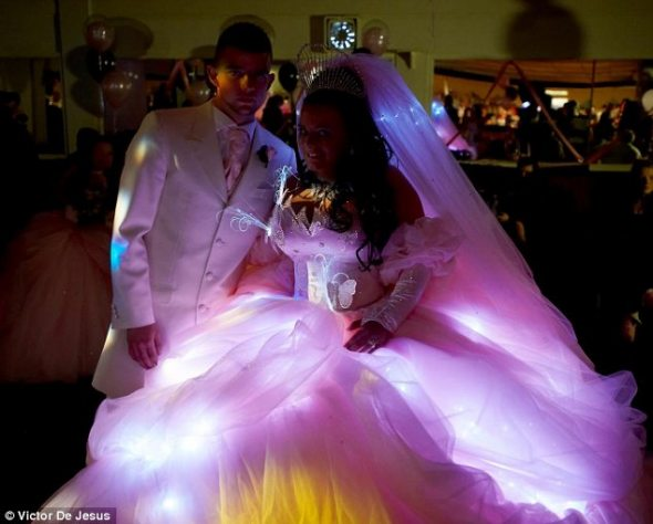 Gypsies Tramps And Cat On A Unicorn,Mother In Law Wears Wedding Dress To Sons Wedding
